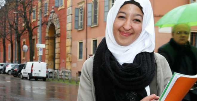 طالبة مغربية مرشحة للقب شخصية العام في مدينة إيطالية
