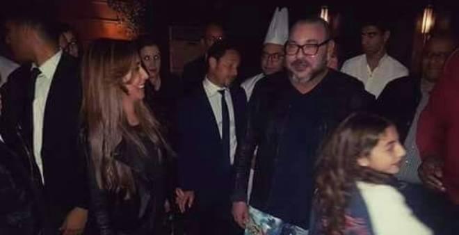 بدون بروتوكول.. الملك محمد السادس في مطعم بحي