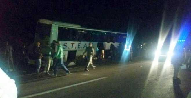 إصابة أنصار الرجاء في انقلاب حافلة قرب تطوان