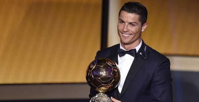 كريستيانو رونالدو يتوج بجائزة الكرة الذهبية للمرة الرابعة في تاريخه