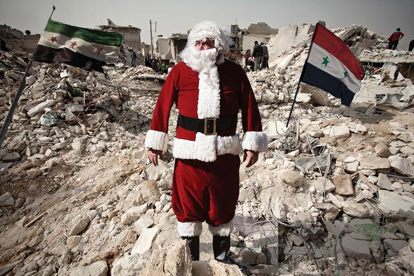 بابا نويل يهبط في سوريا بالخطأ معتقداً أنها مدخنة