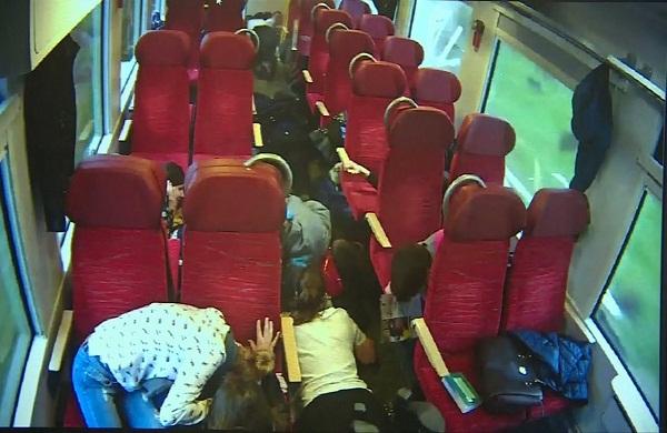 سائق القطار يحذر ركاب قبل ثوان من تحطم القطار!!!