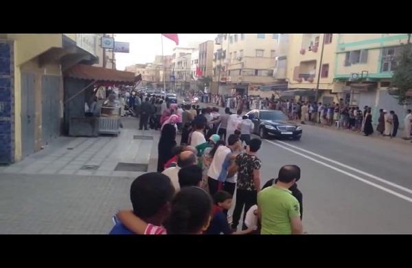 الملك محمد السادس يتوقف في الطريق لقطة صادمة 😄