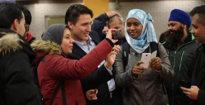 رئيس وزراء كندا أول سياسي في العالم يستخدم البث الحي على مواقع التواصل
