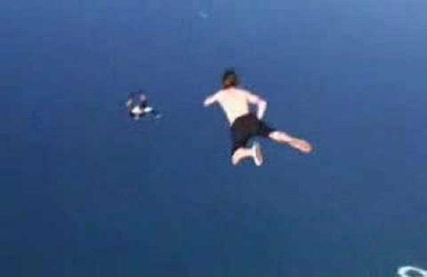 رجل يقفز من ارتفاع عالي بدون مظله لن تصدق ماذا حدث
