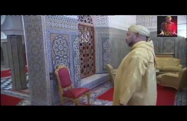 الطفل الذي أضحك ملايين المغاربة عند جلوسه مع الملك محمد السادس