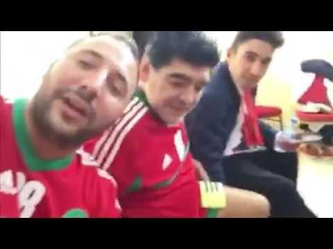 رفقة مرادونا.. إيكو يهنئ المنتخب الوطني بطريقته الخاصة