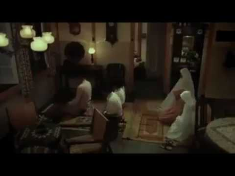 المشهد الذي أبكى العالم أب توفى وهو يصلي بأبنائه شاهد المقطع اللهما توفانا ساجديين
