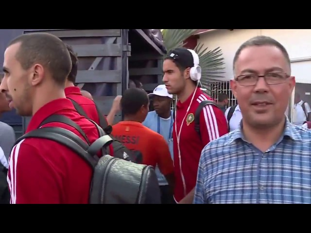 فيديو: الجالية المغربية مع المنتخب المغربي قبل الصعود إلى الحافلة التي أقلتهم إلى الفندق في مدينة بور جونتي .