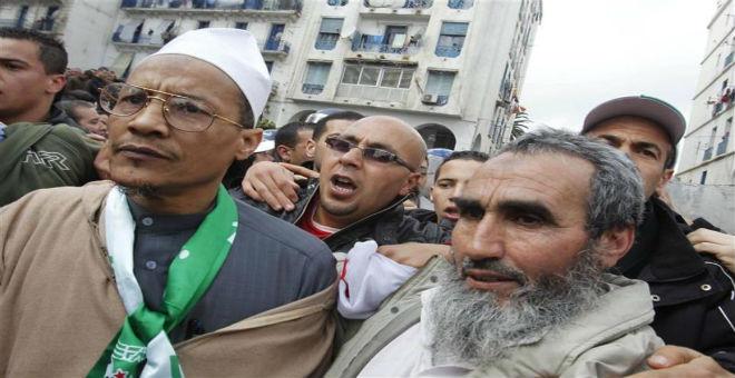 الجزائر: بوتفليقة يقرر وقف نشاطات علي بلحاج ومنعه من مغادرة العاصمة