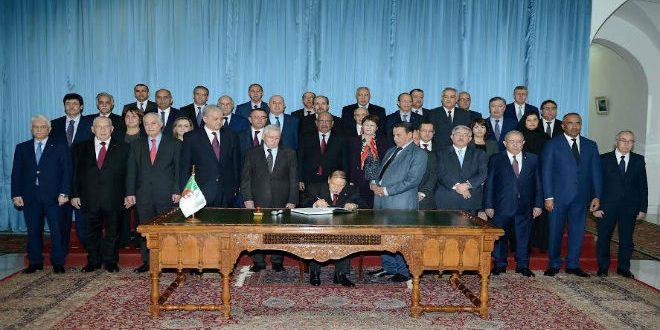 الرئيس عبد العزيز بوتفليقة رفقة أعضاء الحكومة