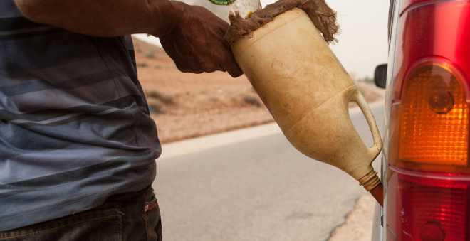 ظاهرة تهريب الوقود تتقلص بارتفاع الأسعار في الجزائر