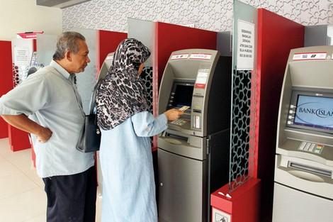 بعد قبول طلباتها.. ''بنوك الخليج'' تعول على الزبون المغربي