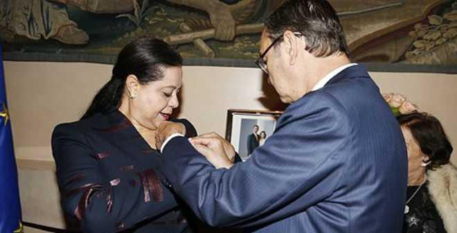 إسبانيا توشح مريم بنصالح بوسام الصليب الأكبر للاستحقاق المدني