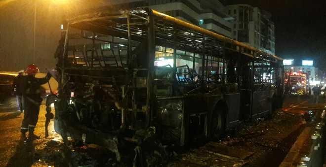 بعد فاجعة أمسكرود.. النيران تلتهم حافلة للنقل العمومي بالبيضاء!