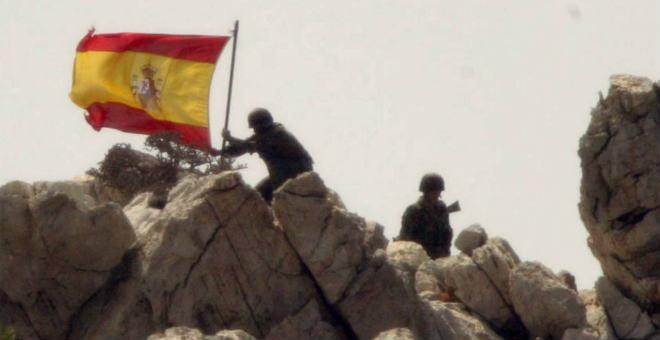 الصحافة الإسبانية تتندر بزلات وزير الدفاع الأسبق  وتسخر من حماسه لغزو  جزيرة