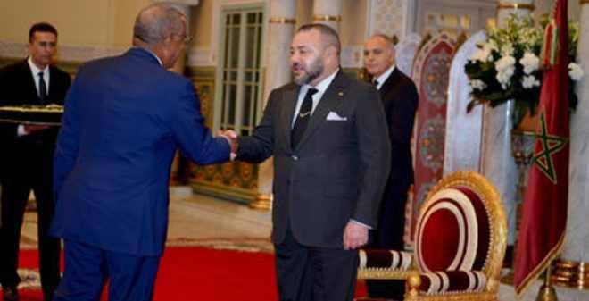الملك يوشح سفير الولايات المتحدة الأمريكية بالوسام العلوي