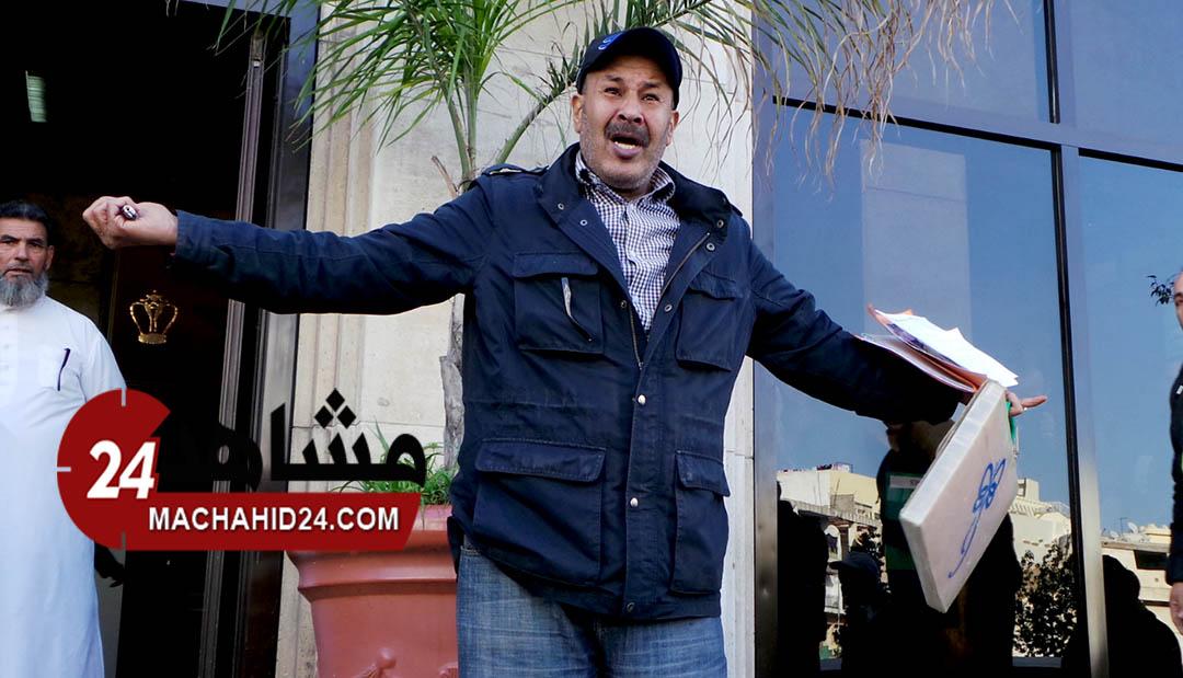 فيديو..حارس سيارات يستنجد بالملك ضد الحكرة