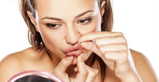 تعلمي بالخطوات طريقة تصغير الفم بالمكياج