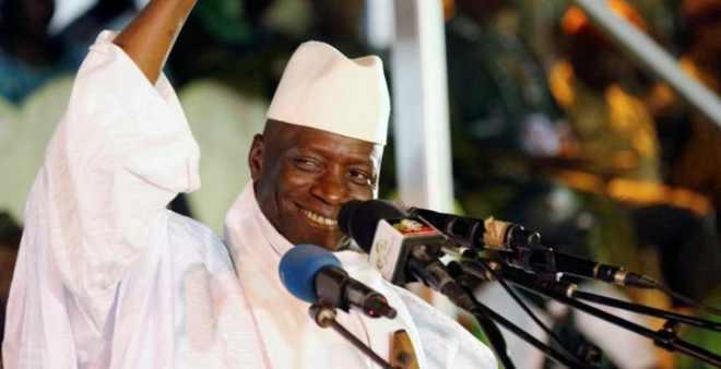 رئيس غامبيا المنتهية ولايته يغادر بانغول نحو المنفى