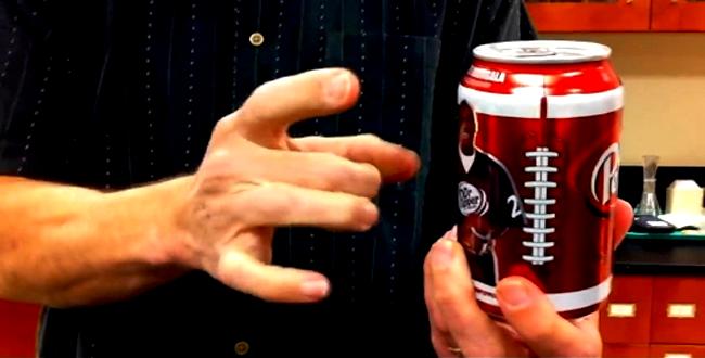 ماذا يحدث عند الطرق على جوانب علبة الكولا بعد خضها ؟