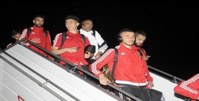 لحظة وصول بعثة المنتخب المغربي إلى مطار محمد الخامس وتصريح فيصل فجر