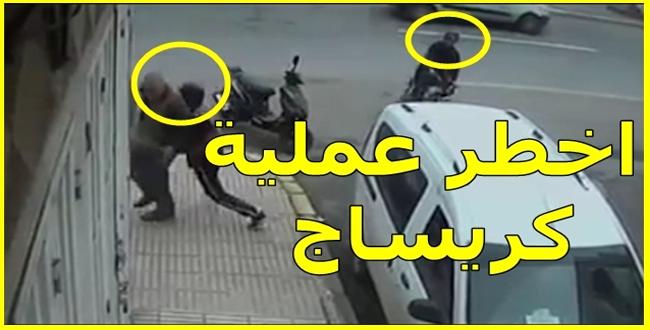 شاهد كيف تمت سرقة صاحب متجر من أمام محله
