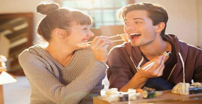 للأزواج .. اكتشفوا أفضل الأطعمة التي تشعل الرومانسية في عيد الحب