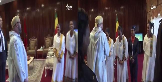 اللقطة التي أعجبت الملك محمد السادس من طرف مضيفات اثيوبيات
