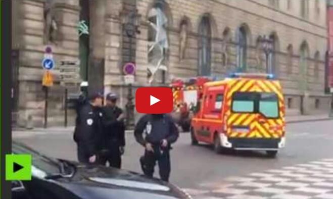 بالفيديو.. استنفار أمني وسط باريس بعد حادث متحف اللوفر