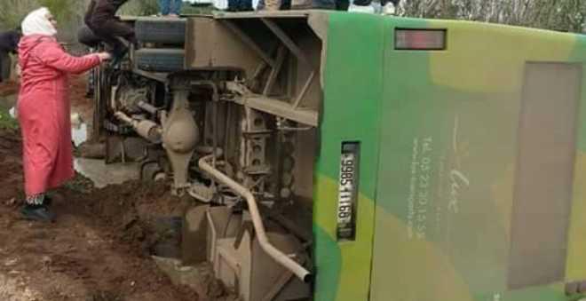 بالصور. إصابات متفاوتة الخطورة في حادث انقلاب حافلة قرب بوزنيقة