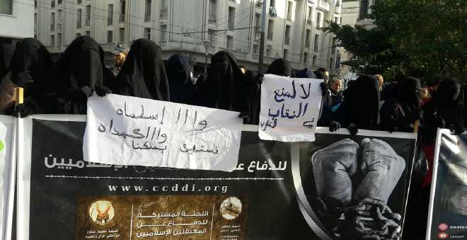 البيضاء. منقبات يحتجن على قرار منع البرقع ويصفونه بالمخالف للقانون