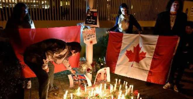 الرباط. مغاربة وأجانب ينظمون وقفة تضامنية مع ضحايا مسجد كيبيك