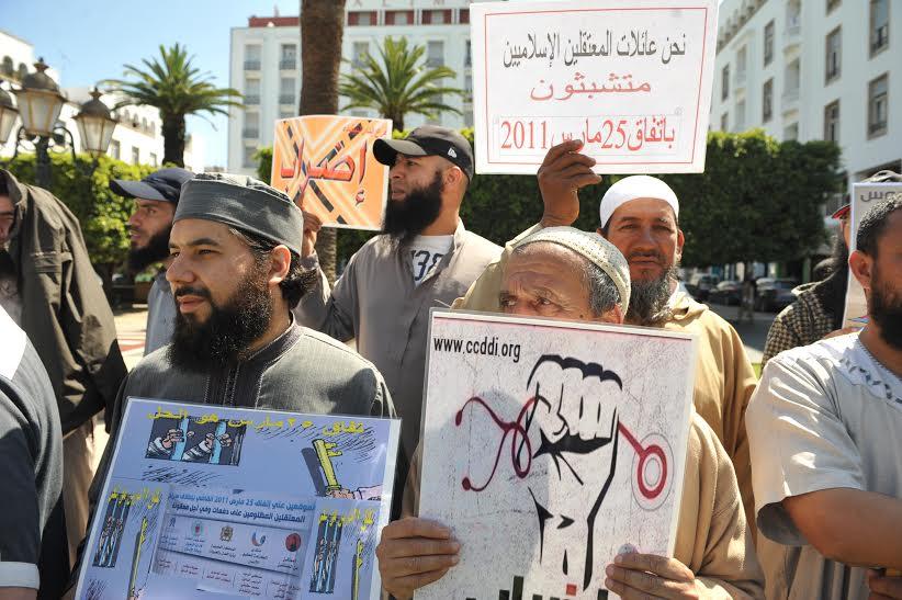 ''6 سنوات'' تخرج السلفيين للاحتجاج أمام المساجد