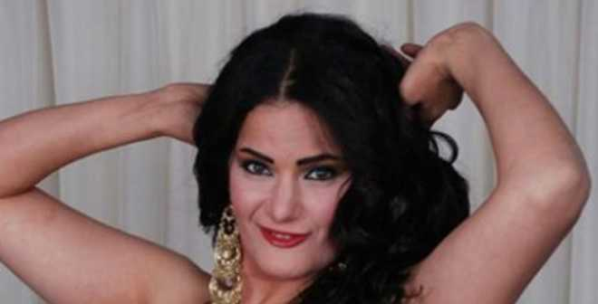 راقصة مصرية تخلق الجدل بعد إعلانها تقديم برنامج ديني في رمضان!