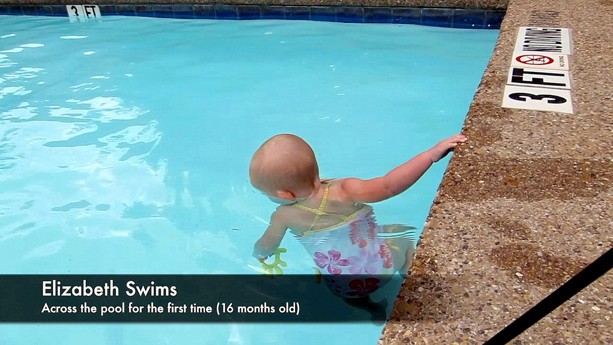 بالفيديو طفلة لم تتجاوز السنتين تبهر الملايين بمهاراتها في السباحة