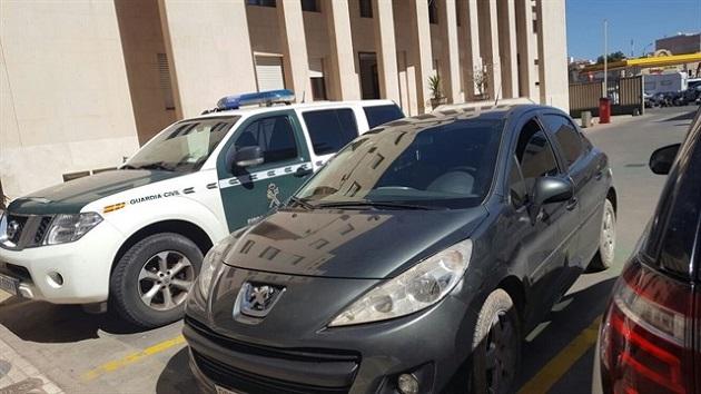 سيارة تخترق معبر فرحانة وتتسبب في جرح شرطي إسباني