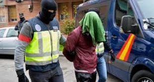 عصابة تنصب على مواطنين مغاربة،