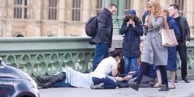 صورة فتاة محجبة خلال هجوم لندن تثير جدلا واسعا