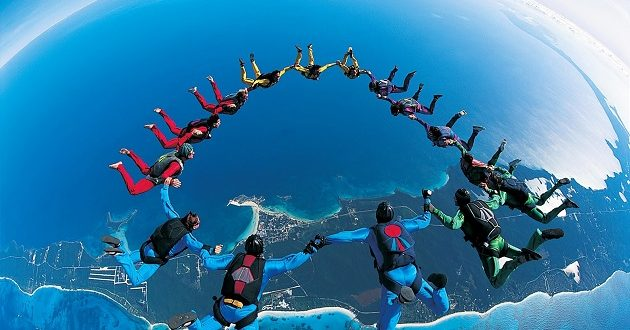 المغرب يشارك في البطولة الدولية للقفز بالمظلات العسكرية