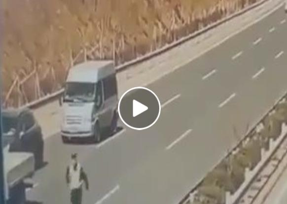 لهذا السبب ممنوع السير أو التهاون في الطريق السيار