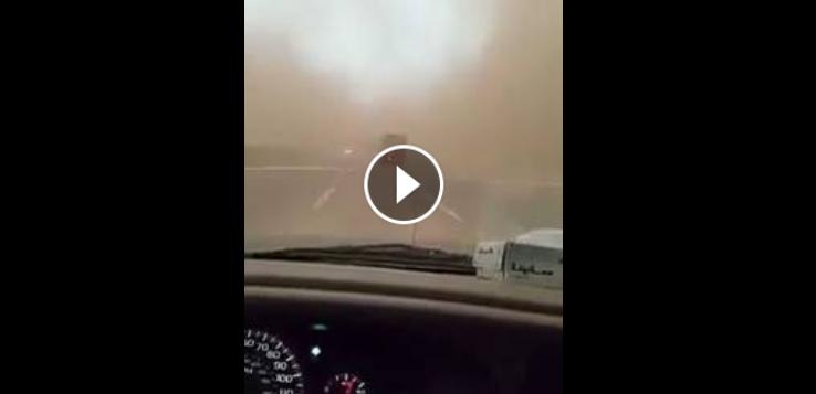 مشهد رهيب على طريق عاصفة رملية تحول النهار إلى ليل