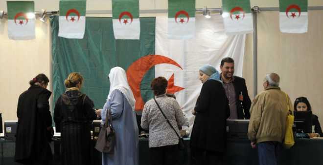 الجزائريون يواجهون استعمال المال في انتخابات 4 ماي