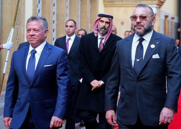 العاهل الأردني يغادر المملكة.. وبن كيران في وداعه