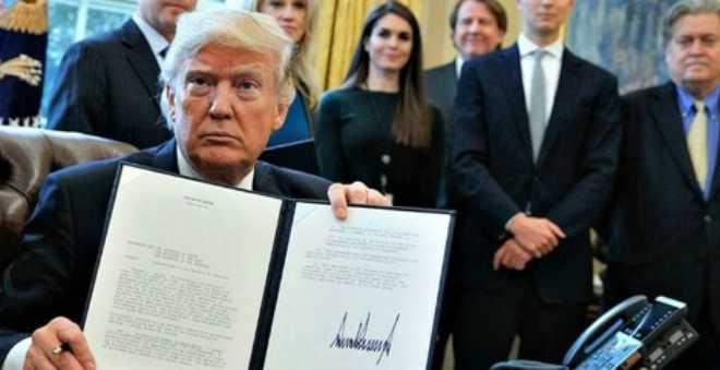 ترامب يوقع أمرا تنفيذيا جديدا بشأن الهجرة ويستثني العراق