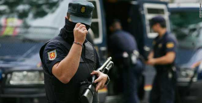 إسبانيا توقف مغربيا للاشتباه في تمويله تنظيم