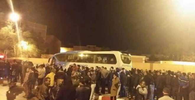 ولاية العيون تكشف كواليس احتجاز المعطلين لحافلة.. وأمر خطير كان سيحدث!