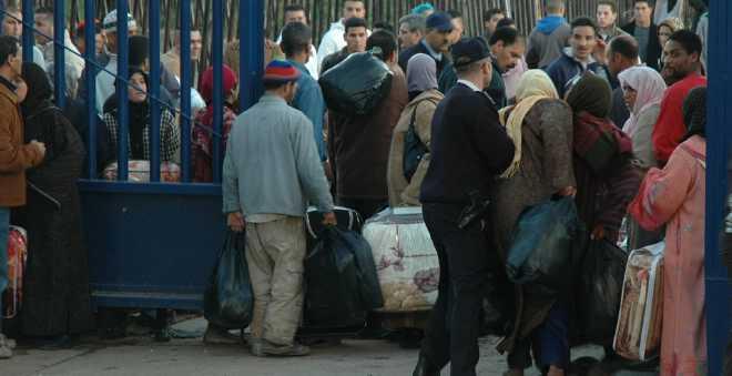 سكان الناظور يحتجون على إغلاق معبر