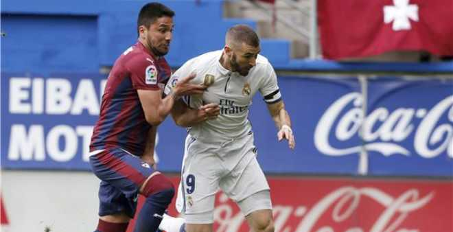 ريال مدريد يفوز على إيبار ويستعيد صدارة الدوري مؤقتا