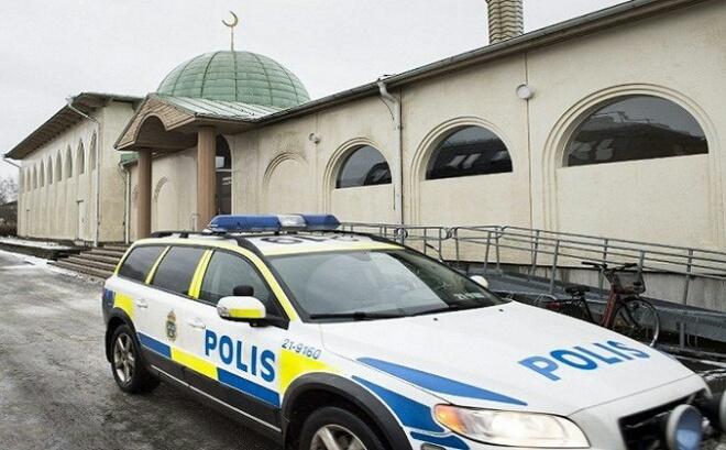 مساجد السويد تتعرض مجددا للهجوم.. وهذه المرة بالحجارة
